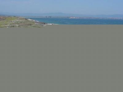 Половин тон боклук от километър плажна ивица  - 4
