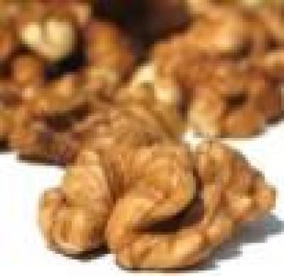 Избрани НОВИНИ от пресата за Вас... - Птици нападнаха реколтата от орехи в Смолянско