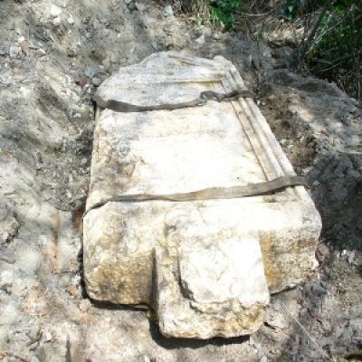 Проучват древна каменна плоча, - Откритата древна каменна плоча 1