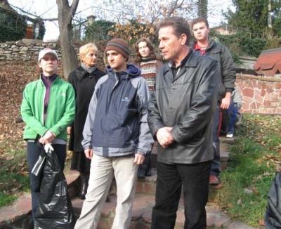 Ученици почистиха от отпадъци коритото на Стара река 1