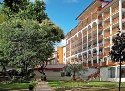 Estreya Palace & Residence 4*